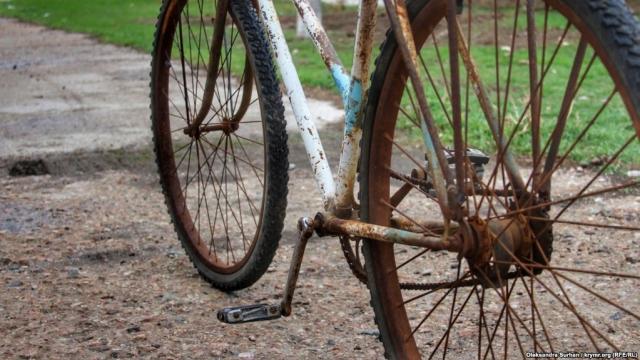 Велосипед, покрытый ржавчиной в селе Перекоп
