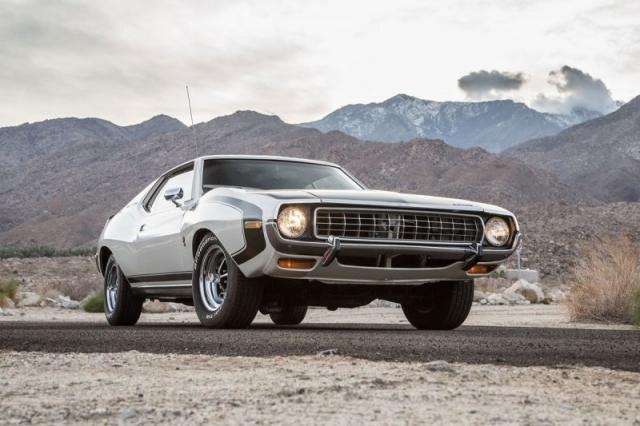 Например, AMC Javelin, выпускаемый корпорацией American Motors с 1967 по 1974 год в штате Висконсин, а также в Германии, Мексике, Венесуэле и Австралии. Пьер Карден, авто, автомобили, масл-кар, мускул-кар, олдтаймер, пони-кар, ретро авто