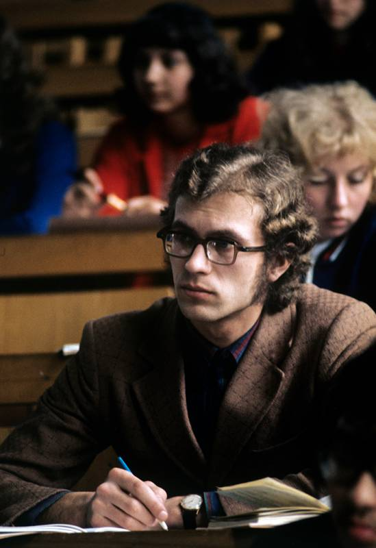 Результат пошуку зображень за запитом Фото того, как жили студенты в советские годы - фото.