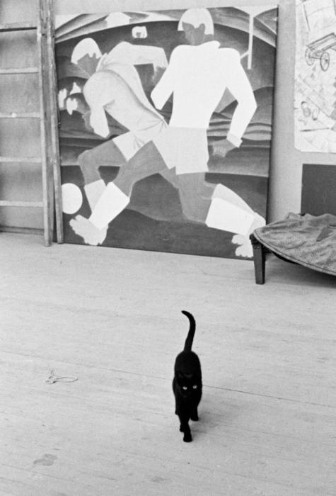 Студия художника Игоря Обросова и его кошка, СССР, Москва, 1985 год.