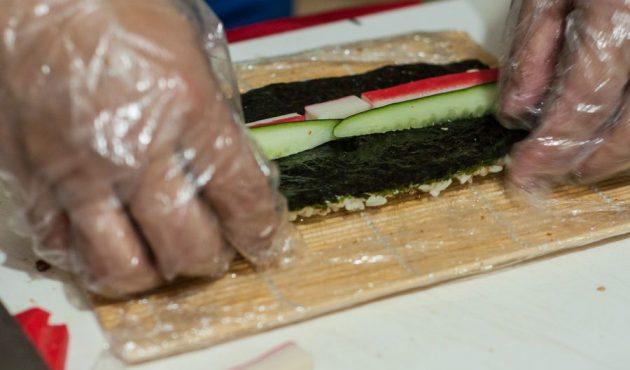 Как приготовить суши: Урамаки