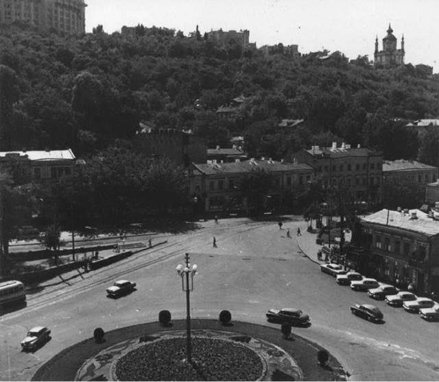 Почтовая площадь на улице Жданова в 1963 году. Фото из Центрального государственного архива кинофотофонодокументов имени Пшеничного.