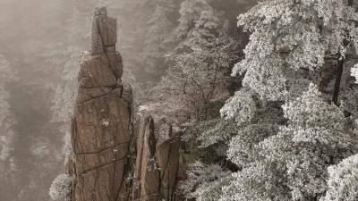 Завораживающие горы в Китае, закованные в ледяной панцирь. Фото