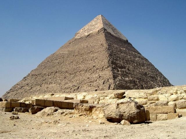 Пирамида Хефрена в Гизе. | Фото: tio.by.