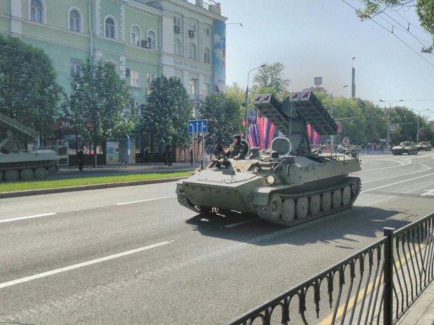 Опубликованы фото подготовки боевиками парада к 9 мая в Донецке (3)