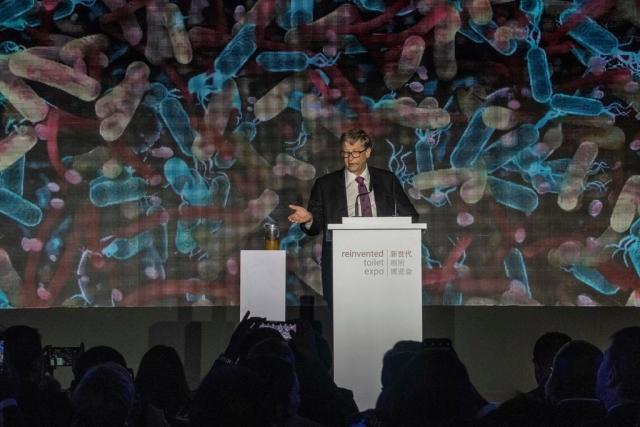 """Без воды и канализации: Билл Гейтс показал """"унитаз будущего"""""""