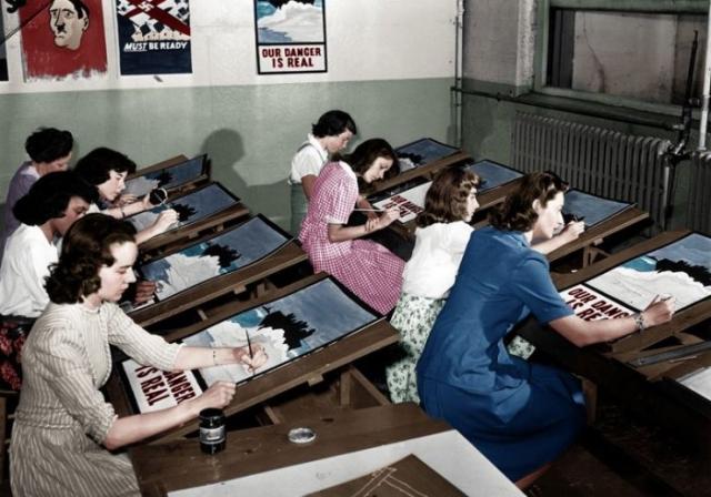 Создание агитационных плакатов во время Второй мировой войны.
