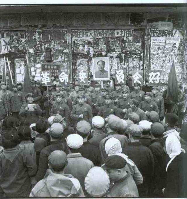 Пропагандистская группа в Индустриальном университете Харбина.
