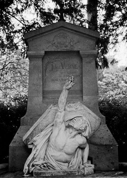 Гробница Жюля Верна на кладбище в Амьене./ Фото: answers.com