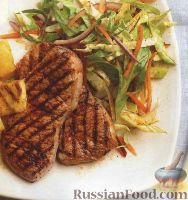 Фото к рецепту: Свинина с ананасом и капустным салатом