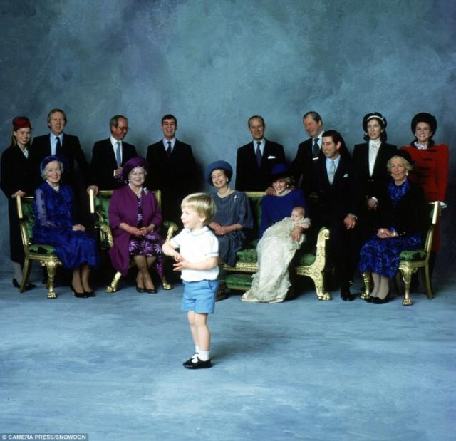 Принц Уильям развеселил королевскую семью своими танцами.