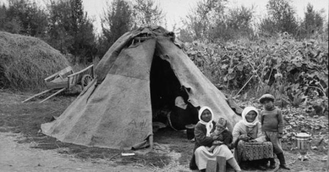 Переносное каркасное жилище с войлочным покрытием у тюркских и монгольских кочевников.
