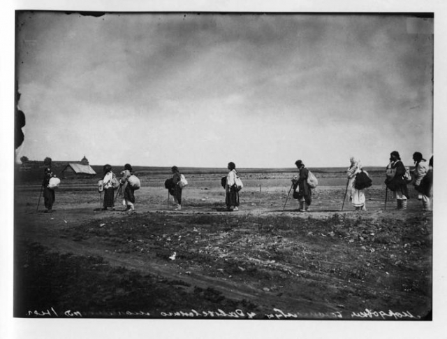 Паломники, направляющиеся в Серафимо-Дивеевский женский монастырь, 1904 год.