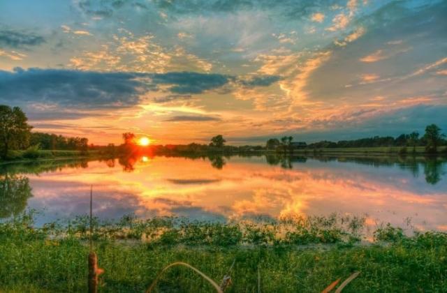 красивый рассвет на реке фото - 14