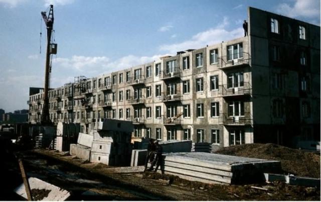 Почти достроенная новостройка. СССР, Москва, 1970 год.