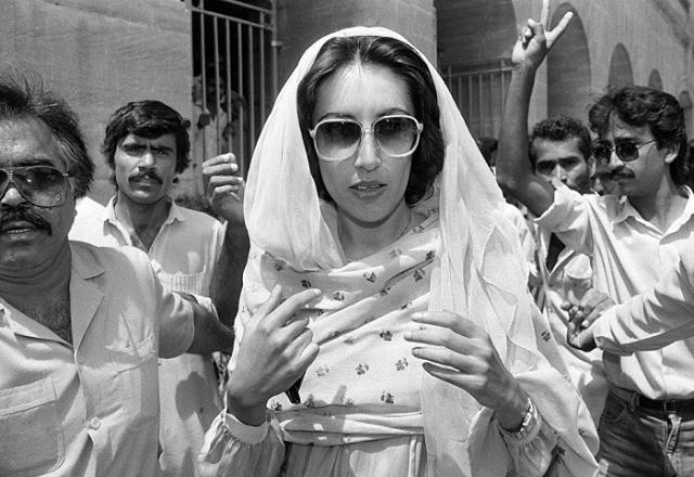 Беназир Бхутто стала самой молодой женщиной-премьером.