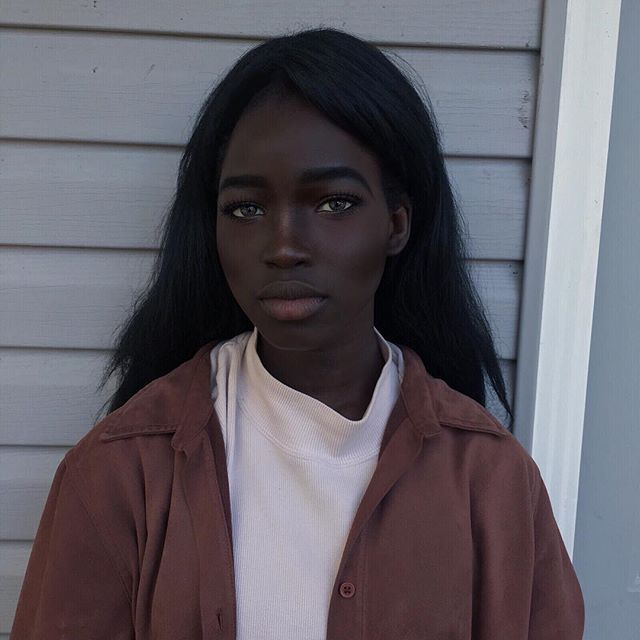 Фото: Девушка с угольно-черным цветом кожи и необычной внешностью покорила Instagram (Фото)