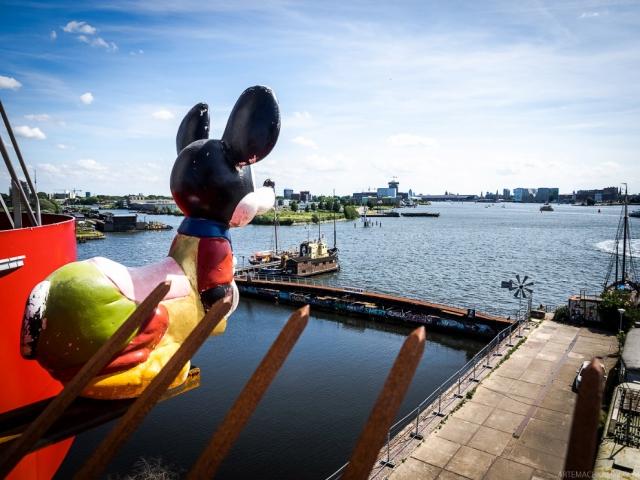 Фото: Самый безумный отель в мире, который находится в портовом кране (Фото)