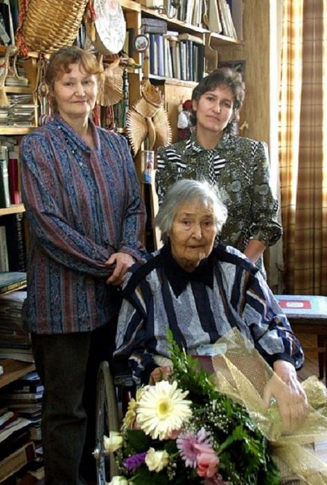 Татьяна Яблонская с дочерьми, Еленой и Гаяне.
