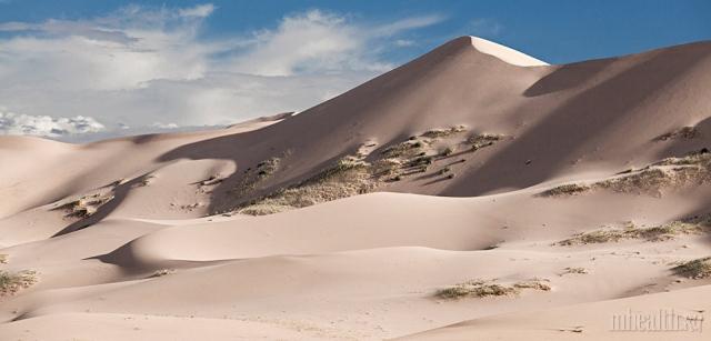 Поющие пески Хонгорын-Элс: как туда добраться и чего там опасаться