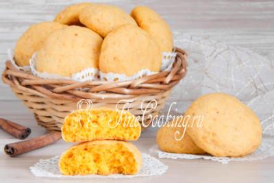 Снимаем готовое тыквенное печенье с противня и уже можно наслаждаться