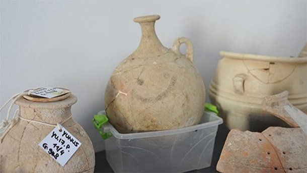 В Турции нашли самый древний смайл, фото Hürriyet Daily News / Twitter